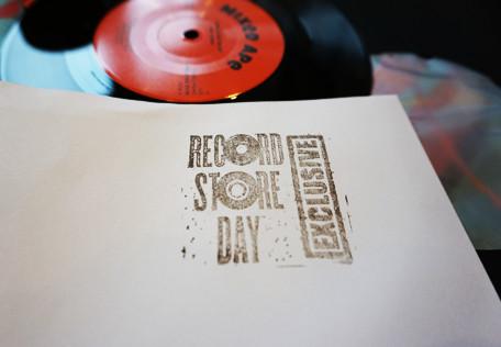 hand stamp e1604877397594 Vinyl Cover Design - A Practical Guide